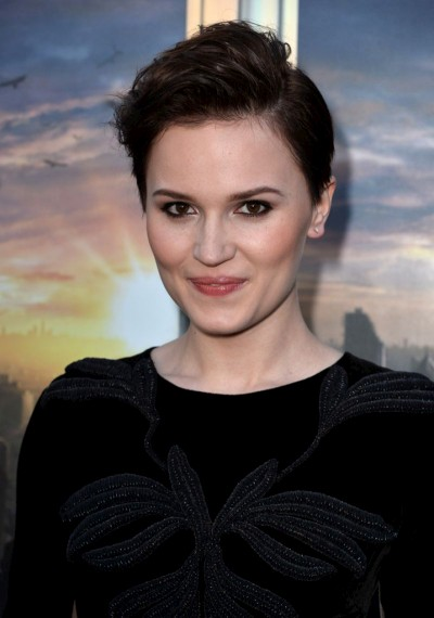 Veronica Roth, author. (Author categories: Young Adults)